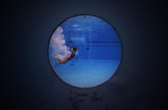 """图文-""""水立方""""之眼  澳大利亚跳水队队员在训练中"""