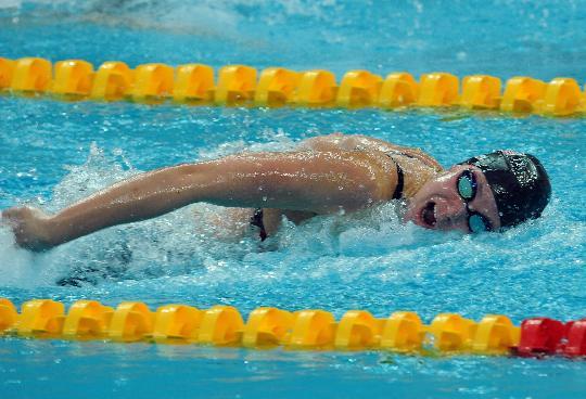 图文-女子100米蝶泳半决赛赛况 在水中疾进