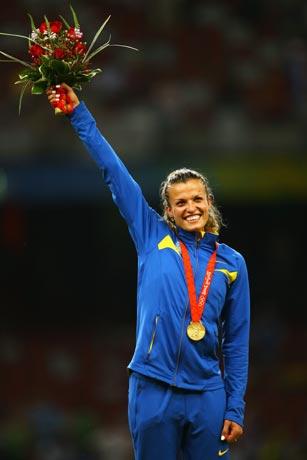 图文-[奥运]女子七项全能 冠军挥舞鲜花