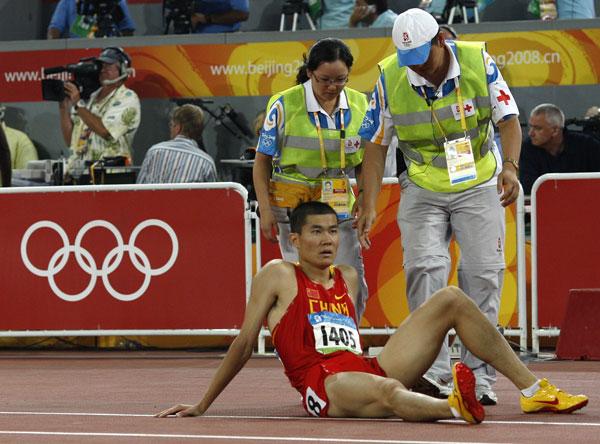 图文-[奥运]男110米栏半决赛 史冬鹏比赛末段摔倒