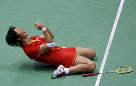 图文-羽球女双铜牌争夺战 张亚雯大吼一声发泄