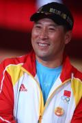 图文-中国羽毛球队闪亮登场 总教练李永波