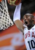 图文-[奥运]男篮美国VS澳大利亚 科比起飞暴扣