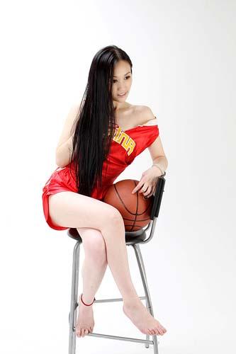 图文-美女CEO做性感篮球宝贝 害羞的辣妹