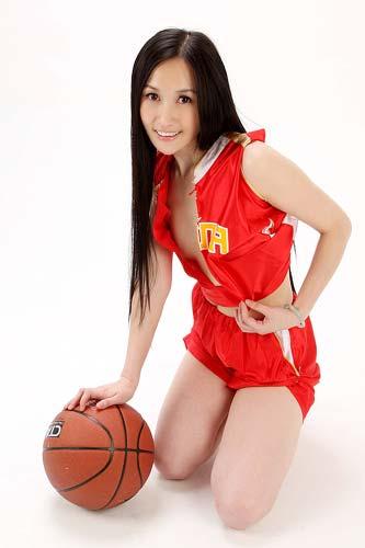 图文-美女CEO做性感篮球宝贝助威奥运 露最美笑容