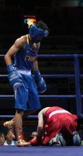 图文-奥运拳击经典瞬间回顾 跪地求饶