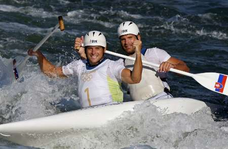 图文-激流回旋男子双人划艇 斯洛伐克兄弟夺冠
