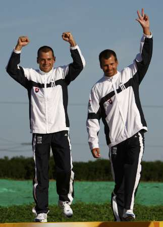 图文-激流回旋男子双人划艇 斯洛伐克组合领取金牌