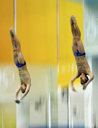 图文-男子双人10米台跳水 林跃/火亮入水瞬间