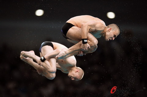 图文-男双10米台林跃火亮夺冠 俄罗斯选手在空中