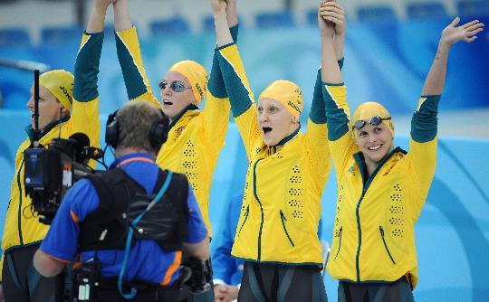 图文-女子4x100米混合泳接力 澳大利亚冠军团体