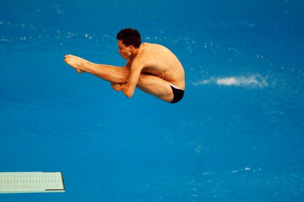 图文-奥运跳水男子3米跳板预赛 双腿绷的笔直