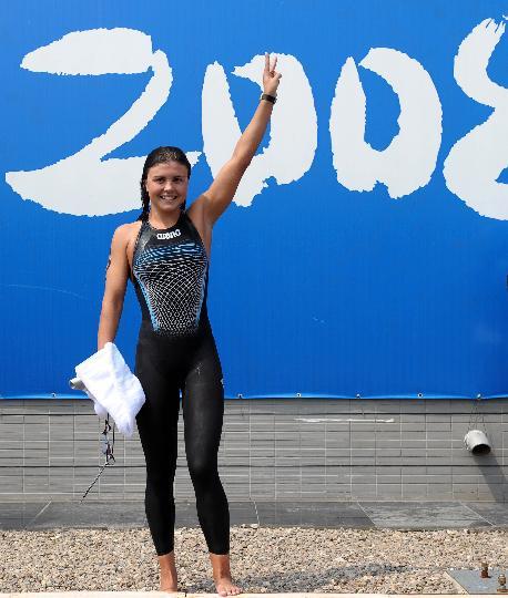 图文-女子10公里公开水域决赛 伊利琴科庆祝胜利