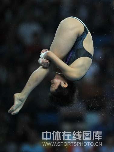 图文-女子十米跳台决赛陈若琳夺金 入水前的一刻