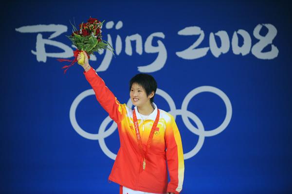 图文-[奥运]女子10米跳台 陈若琳夺金向观众致意