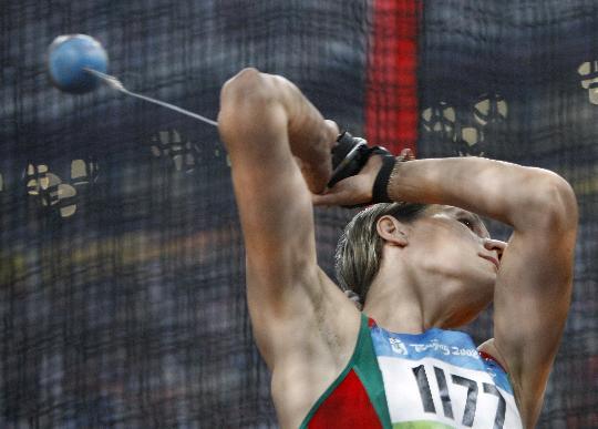 图文-田径女子链球决赛 米安科娃破奥运会纪录