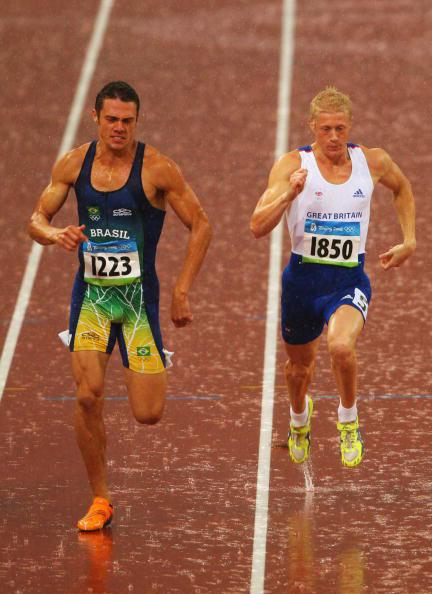 图文-田径男子十项全能赛况 英国巴西人互不相让