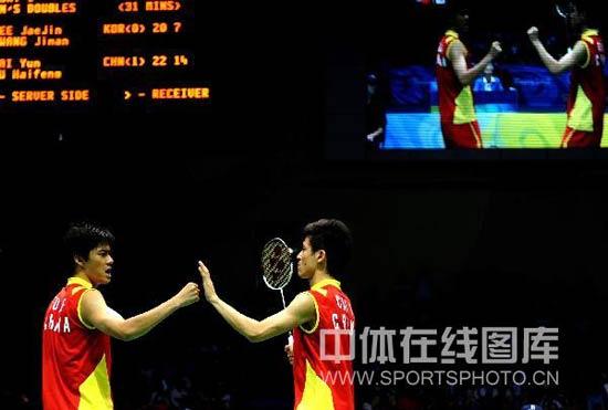 图文-男双半决赛蔡�S付海峰晋级 赛后击掌