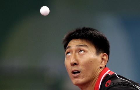 图文-乒乓球男团半决赛 对手顽强应战