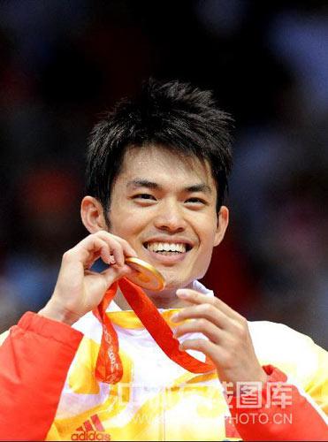 图文-羽毛球男单林丹夺金 林丹可爱的笑脸