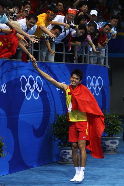 图文-奥运会羽毛球男单决赛 林丹不忘感谢观众