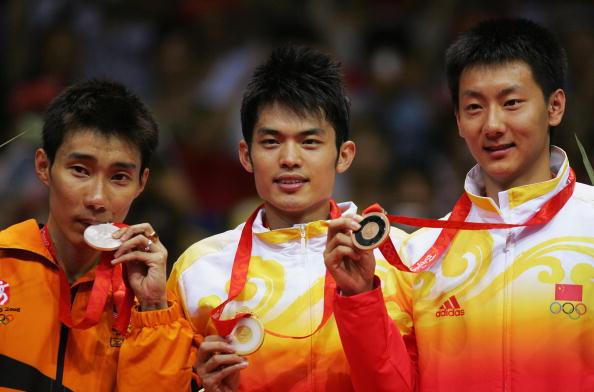 图文-奥运会羽毛球男单决赛 林丹微笑拿到金牌