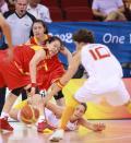 图文-[奥运会]中国女篮67-64西班牙 陈晓莉倒地