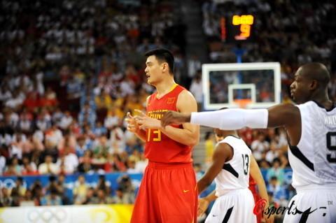 图文-[奥运会]中国男篮VS美国 姚明和韦德