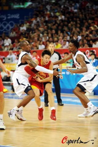 图文-[奥运会]中国男篮VS美国 孙悦遭遇包夹