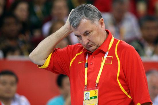 图文-[奥运会]中国男篮VS美国 尤纳斯显得有点苦恼