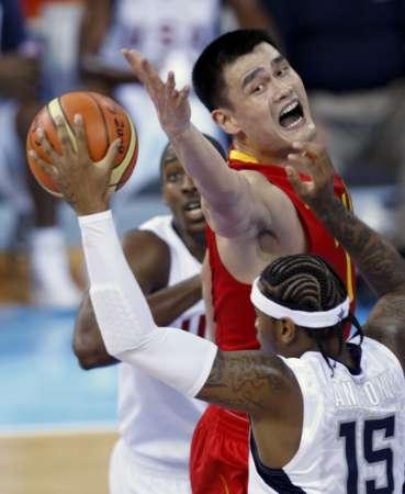 图文-[奥运会]中国男篮VS美国 姚明但愿手还能更长