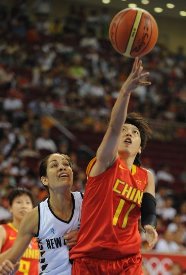 图文-[奥运会]中国女篮80-63新西兰 邵婷婷上篮