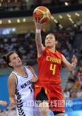 图文-[奥运会]中国女篮80-63新西兰 宋晓云上篮