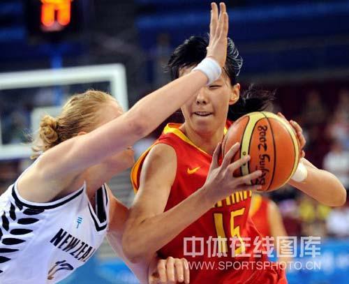 图文-[奥运会]中国女篮80-63新西兰 陈楠积极对抗