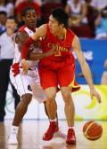 图文-[奥运]中国男篮VS安哥拉 孙悦运球寻找机会