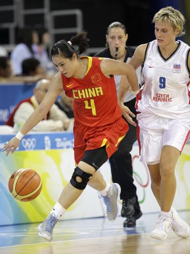 图文-[奥运会]中国女篮79比63捷克 宋晓云坚决向前