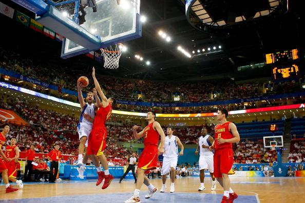 图文-[奥运]中国男篮77-91希腊 斯潘上篮不惧防守