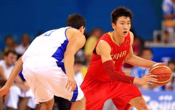 图文-[奥运]中国男篮77-91希腊 孙悦带球准备突破