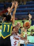 图文-[奥运会]中国女篮VS澳大利亚 卞兰遭到夹击