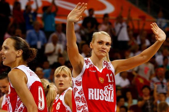 图文-女篮季军争夺中国不敌俄罗斯 美女谢观众