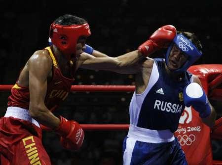 图文-10日拳击赛场精彩瞬间 俄罗斯人被击中