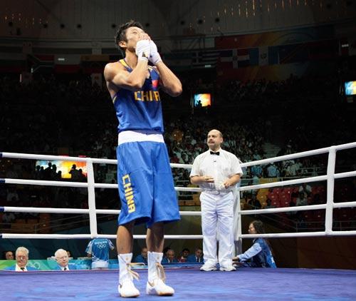 图文-拳击48公斤级邹市明晋级16强 胜利者的姿态