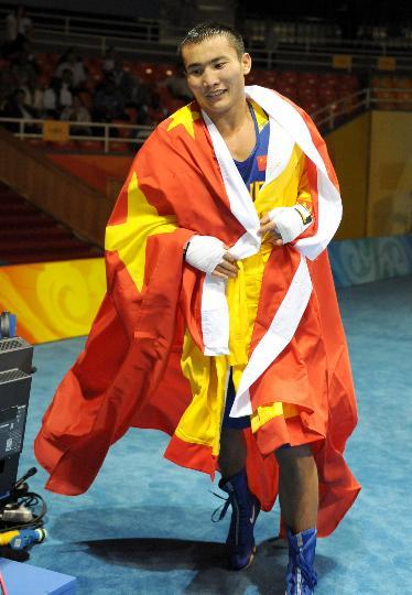 图文-哈那提-斯拉木晋级四强 胜利者身披国旗