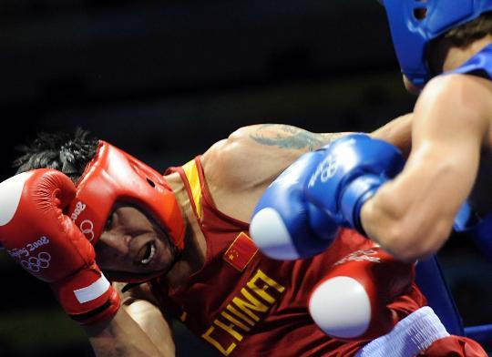 图文-张小平晋级拳击比赛四强 男人之间的对决