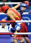 图文-邹市明获拳击48公斤级金牌 对手有些害怕