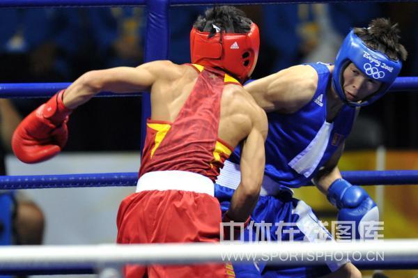 图文-邹市明获拳击48公斤级金牌 邹市明咄咄逼人