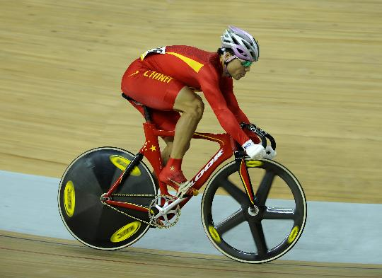 图文-冯永参加自行车男子凯林赛 冯永在复活赛中