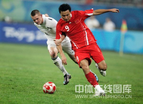 图文-中国国奥1-1战平新西兰 郜林强势突破