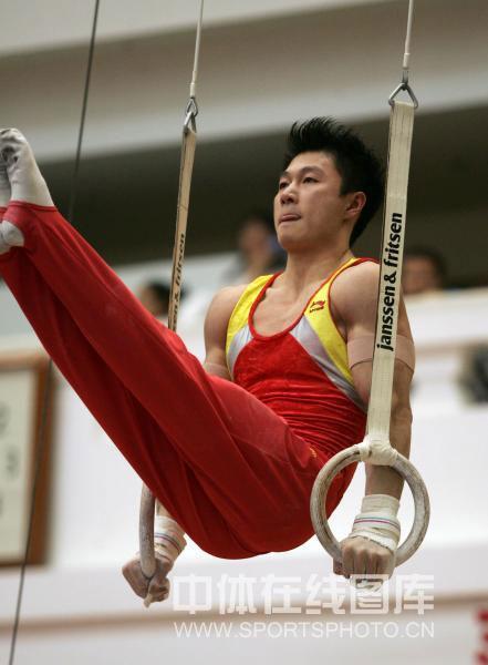 图文-中国男子体操队队内测试赛 李小鹏显意气风发