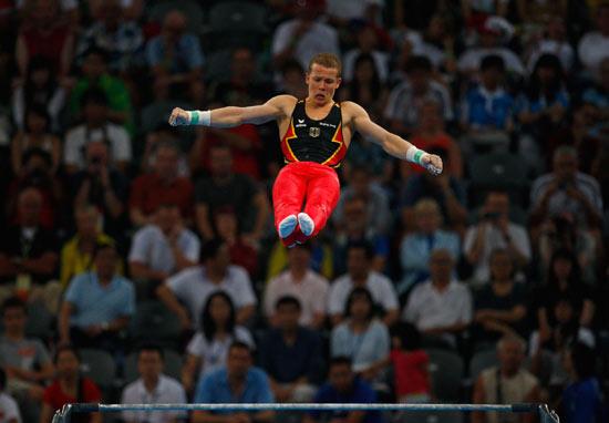 图文-体操男团中国夺得冠军 汉布钦正飞扬空中